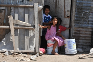 Children outside their home at Rio III